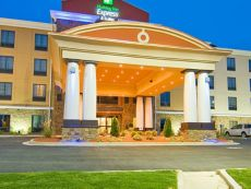 Holiday Inn Express & Suites Fulton in Tupelo, Mississippi