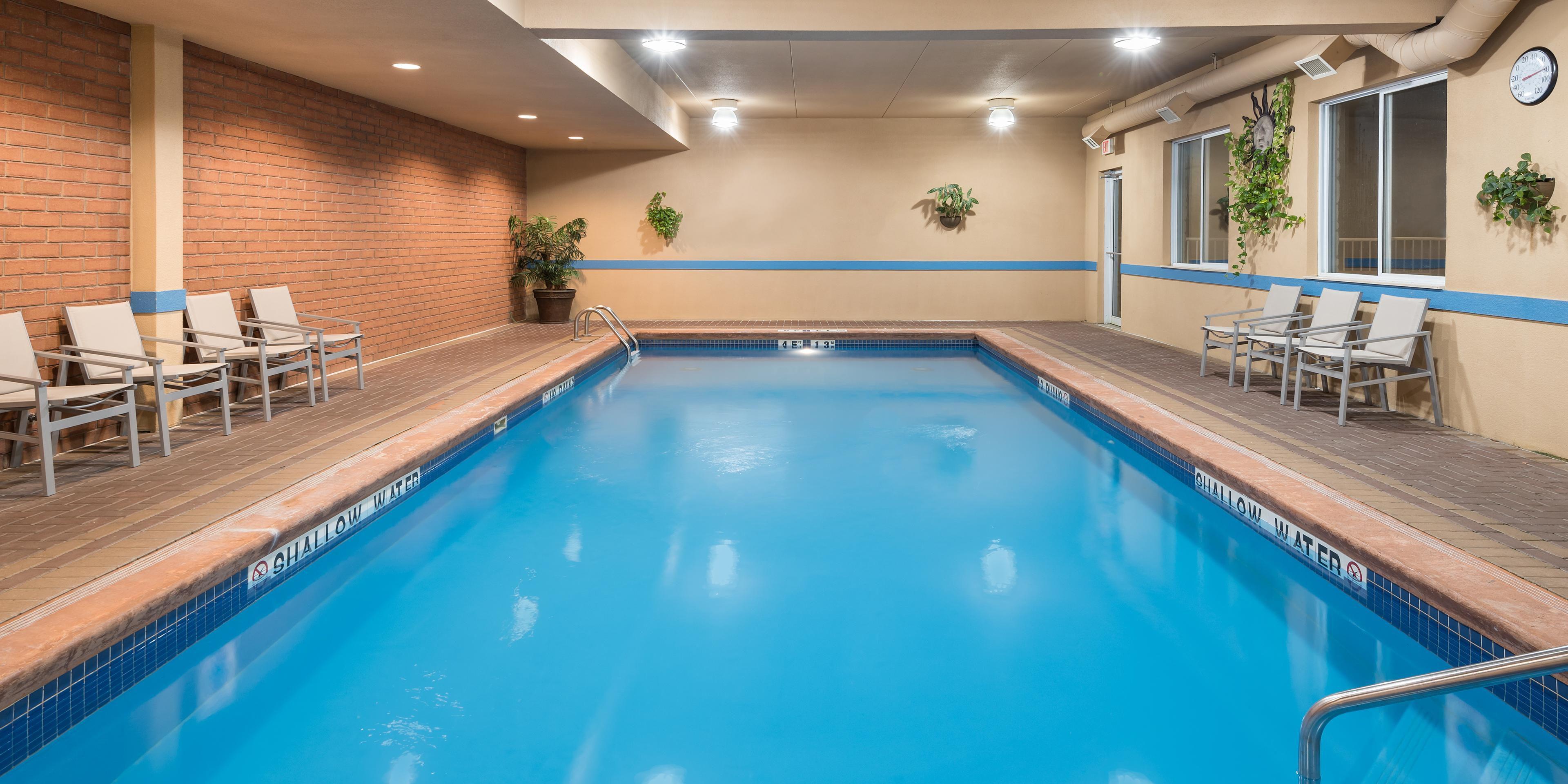 Holiday Inn Express & Suites 1000 Islands - Gananoque Hotel in ...