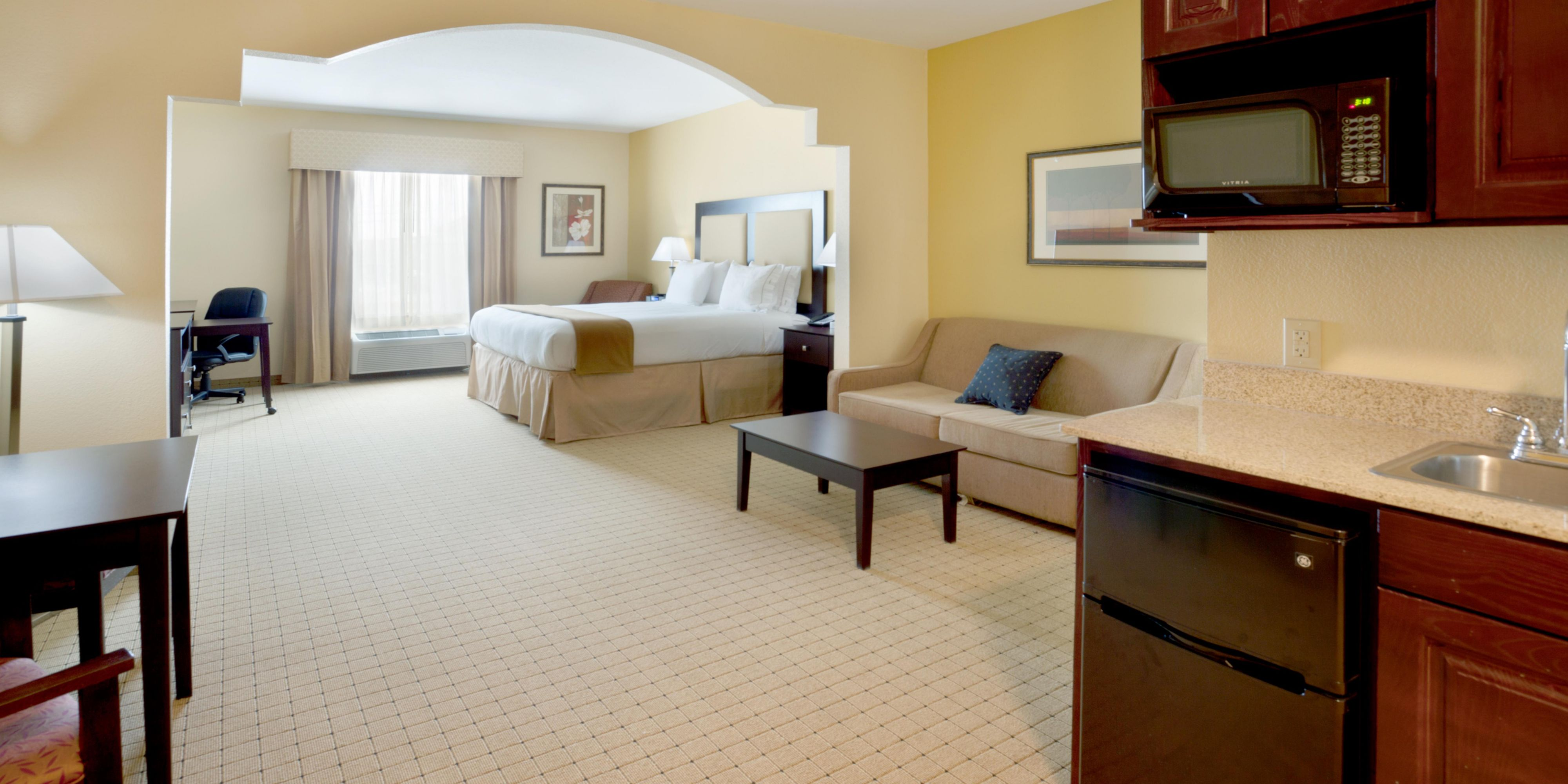 Holiday Inn Express And Suites Georgetown 4139106876 2x1