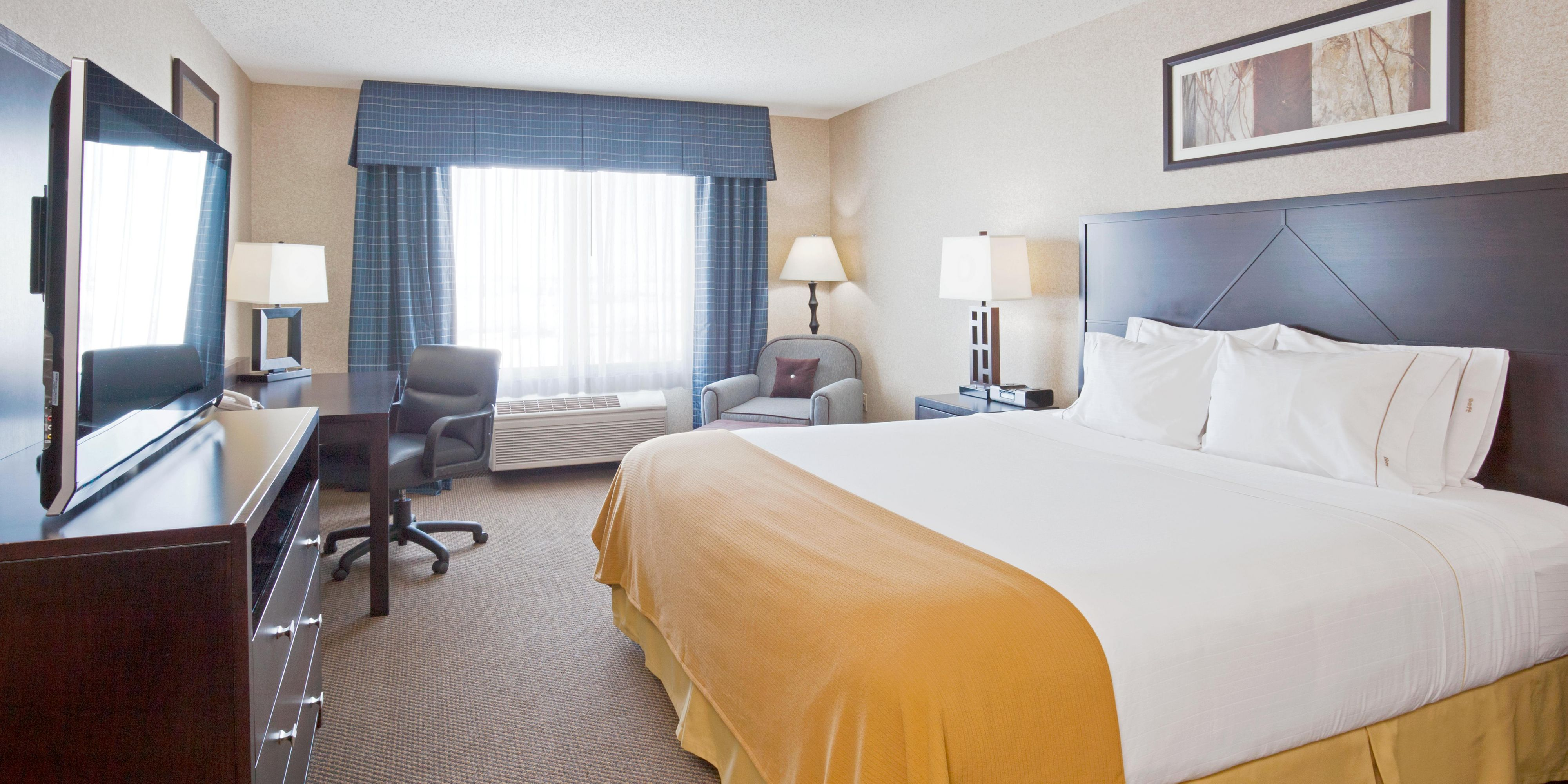Holiday Inn Express & Suites Grand Forks Hotel by IHG