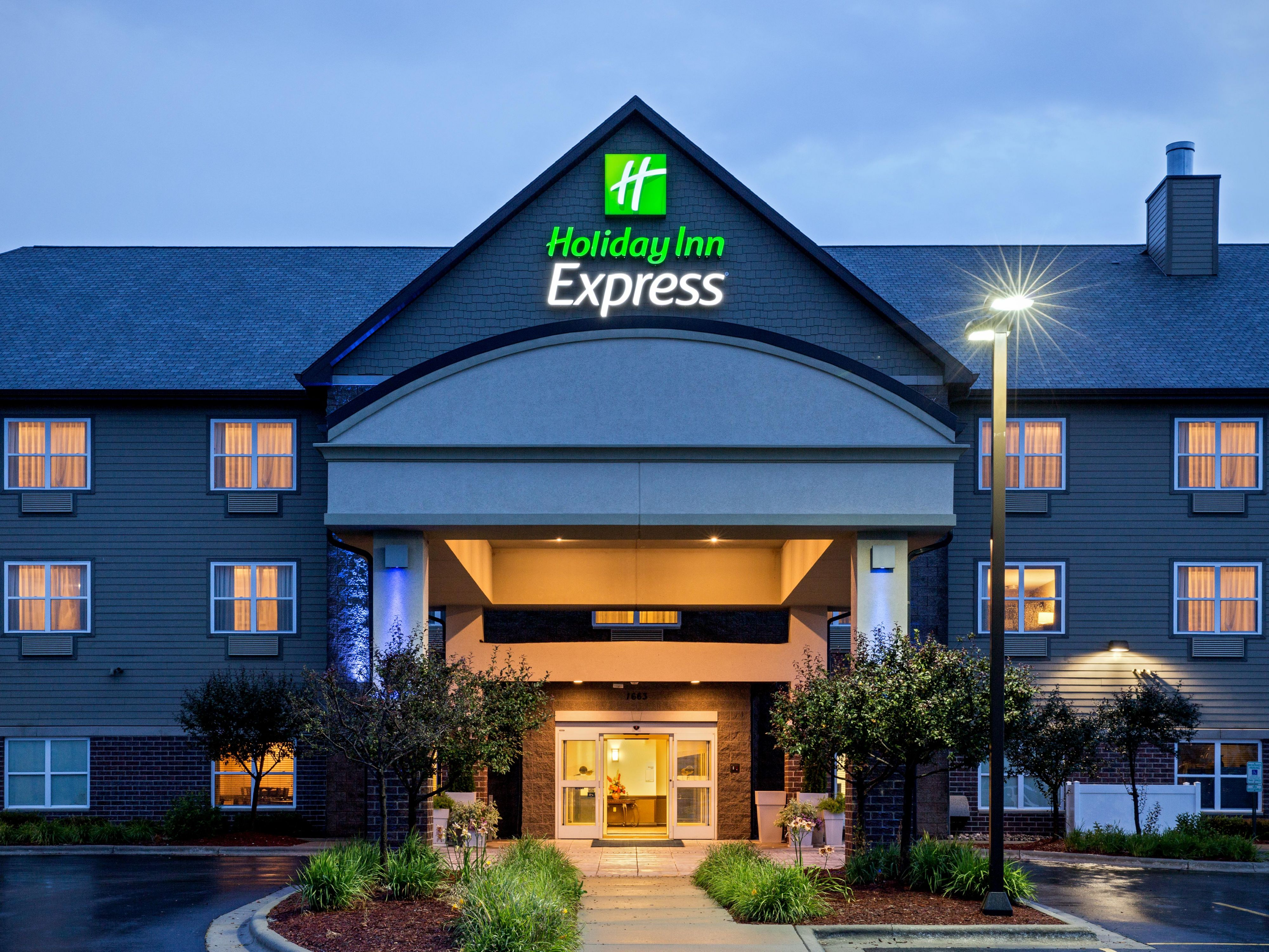 Welcome to the Holiday Inn Express Green Bay East