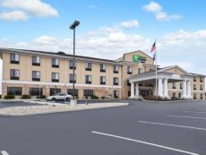 Holiday Inn Express & Suites Greenfield in Shelbyville, Indiana