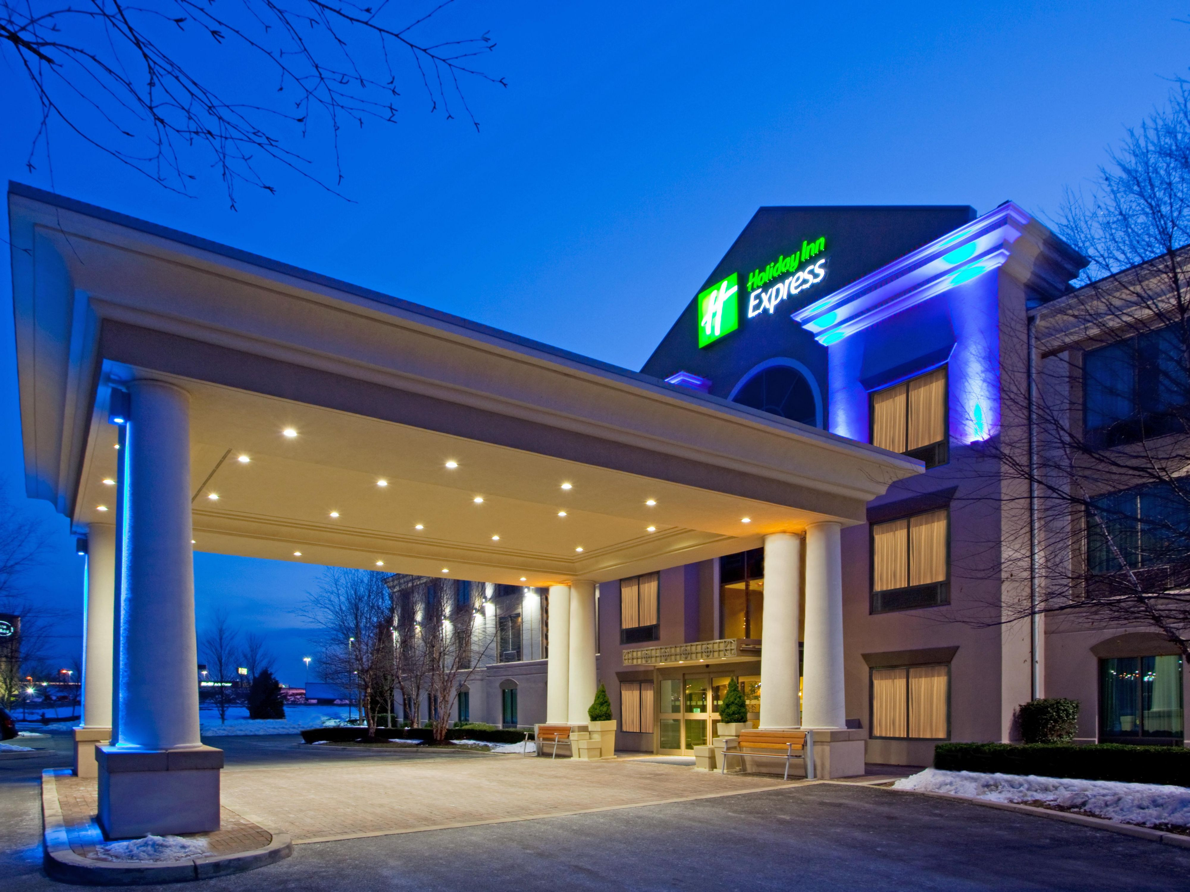 Hotel Entrance of the Holiday Inn Express and Suites Hagerstown