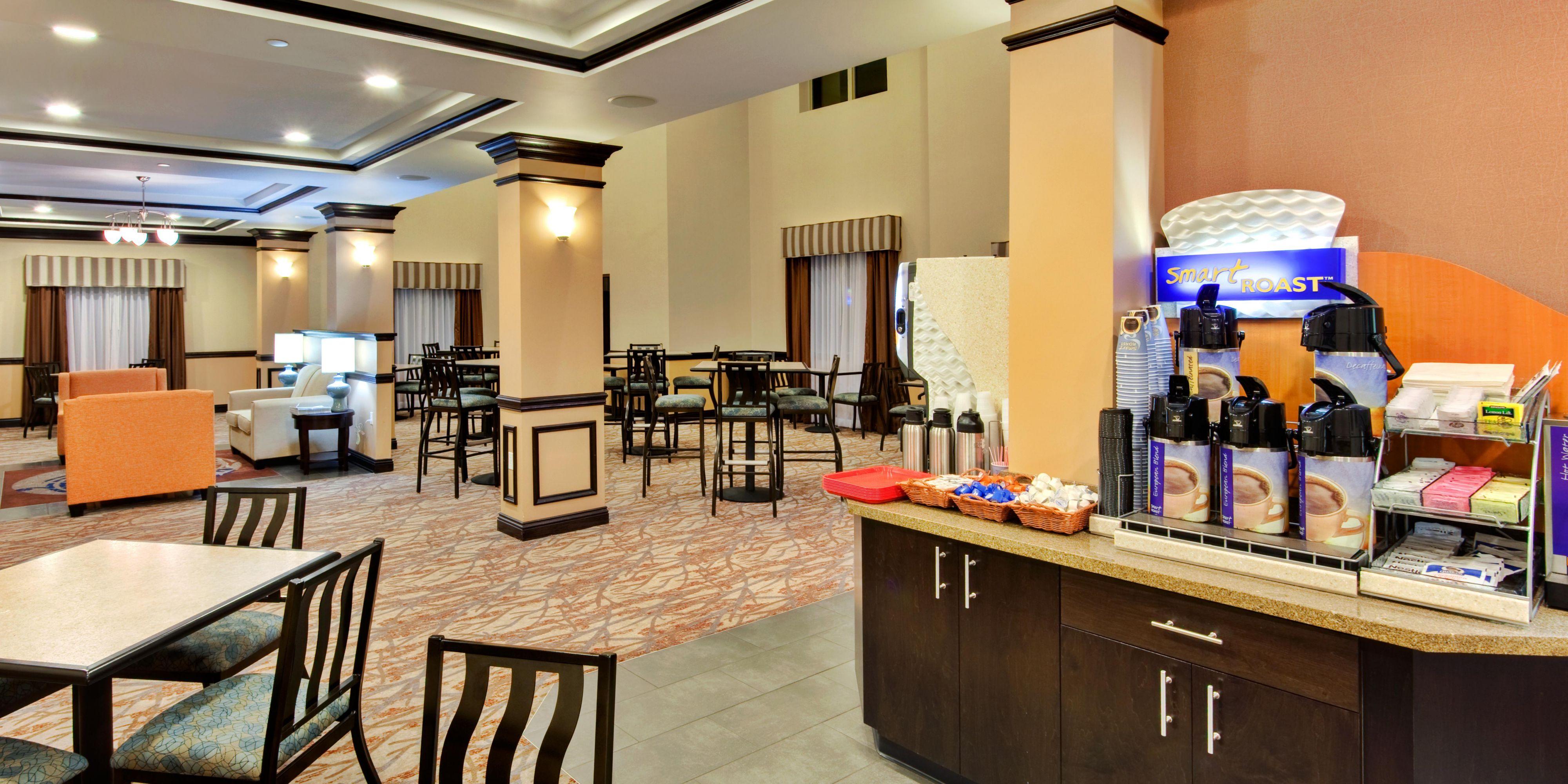 Holiday Inn Express And Suites Hamburg 2532564376 2x1