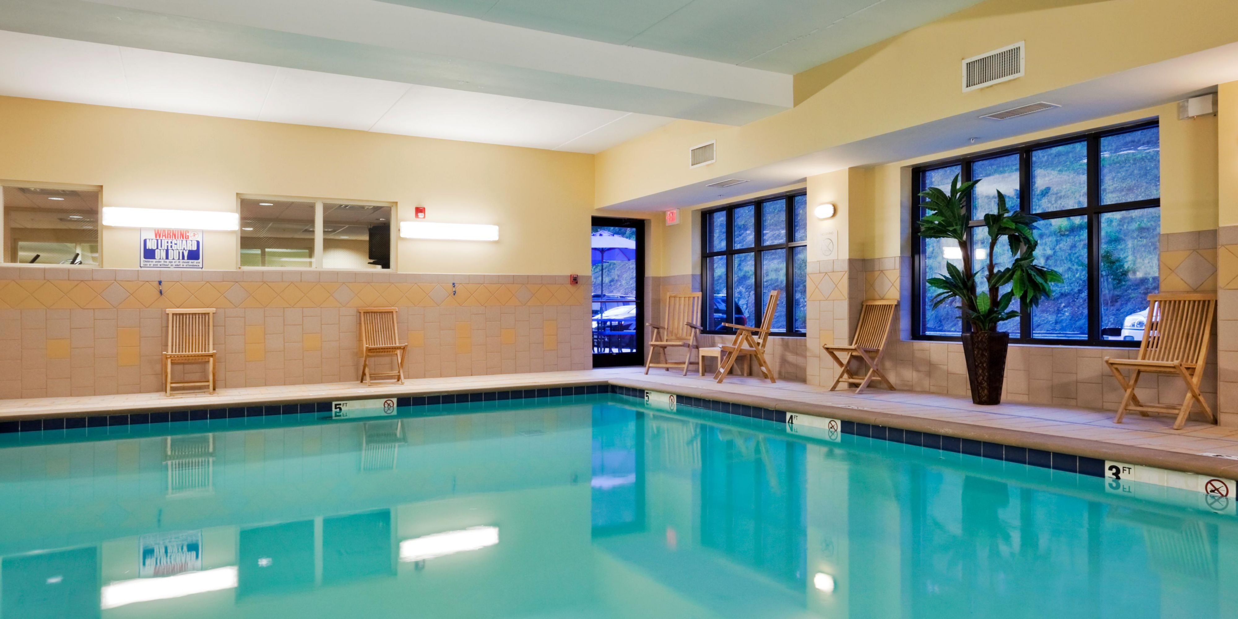 Holiday Inn Express And Suites Harriman 2533097321 2x1
