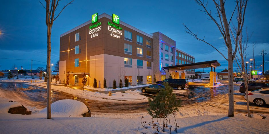Front Desk Welcome To The Holiday Inn Express Suites Hermiston Downtown