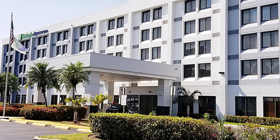 Hialeah Miami Lakes >> Holiday Inn Express Suites Miami Hialeah Miami Lakes