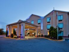Holiday Inn Express & Suites Hiawassee in Murphy, North Carolina