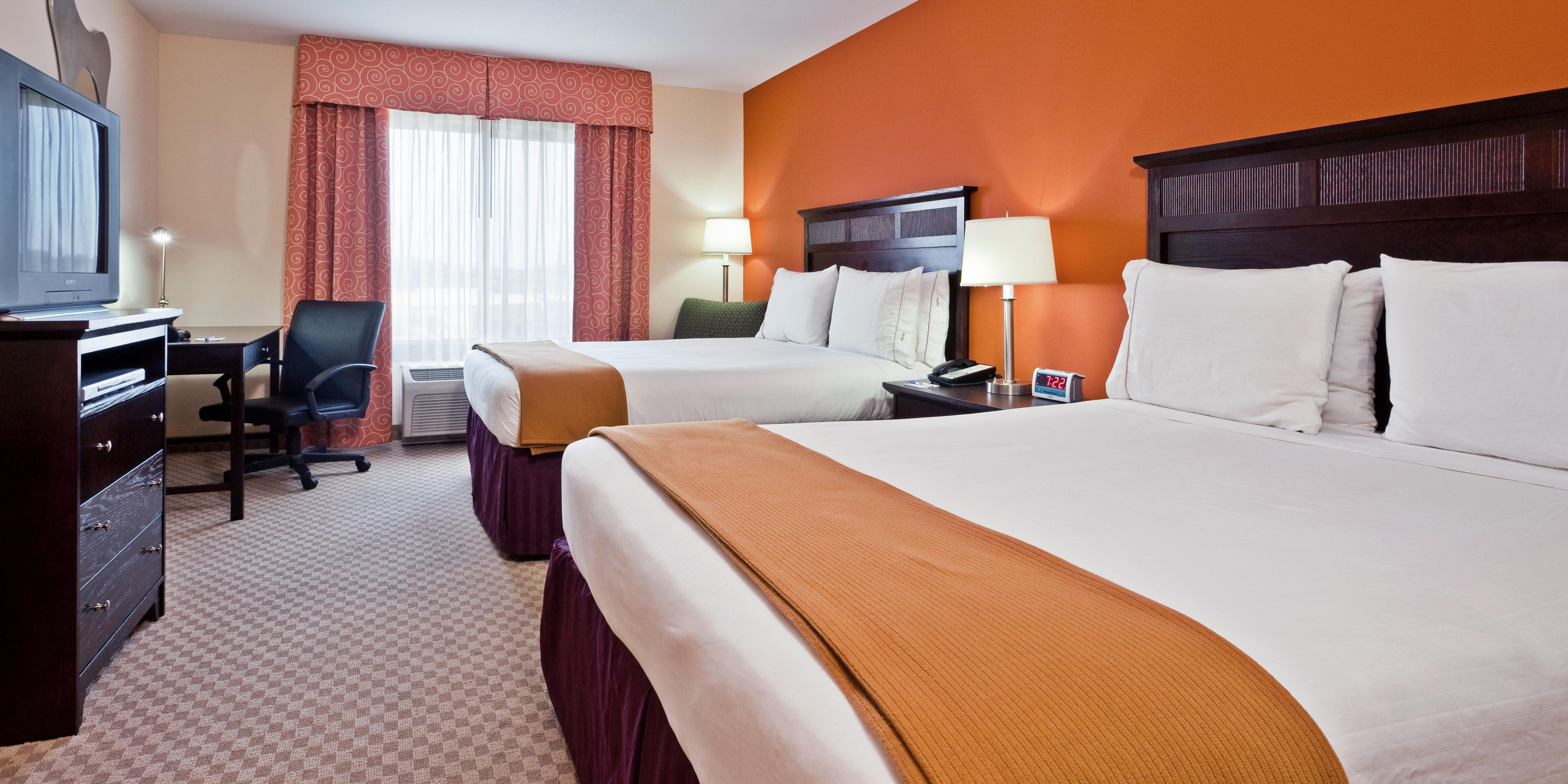 Holiday Inn Express And Suites Hixson 2532288164 2x1