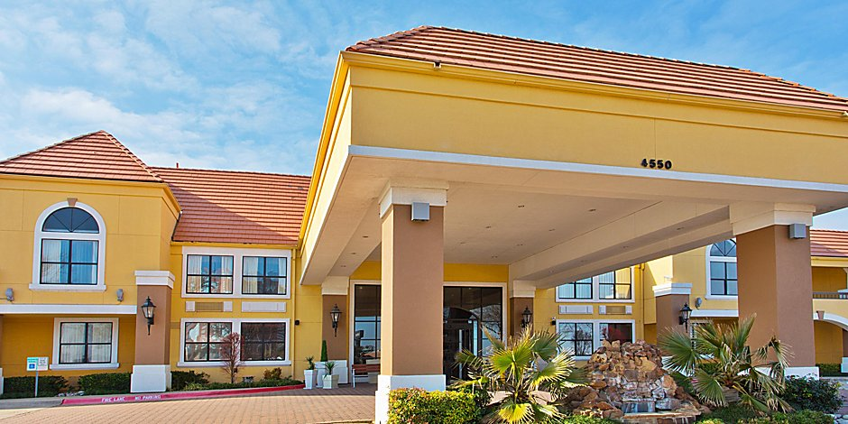 Hotels near DFW Airport | Holiday Inn Express & Suites