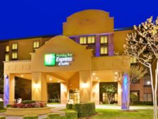 Holiday Inn Express & Suites Irving Conv Ctr - Las Colinas in Grand Prairie, Texas
