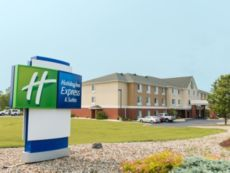 Holiday Inn Express & Suites Jackson in Marshall, Michigan