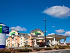Holiday Inn Express & Suites Jackson in Jackson, California