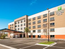 Holiday Inn Express & Suites Jacksonville - Town Center