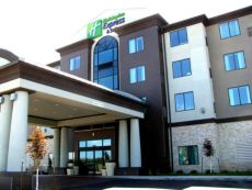 Holiday Inn Express & Suites Kansas City Airport in Lansing, Kansas