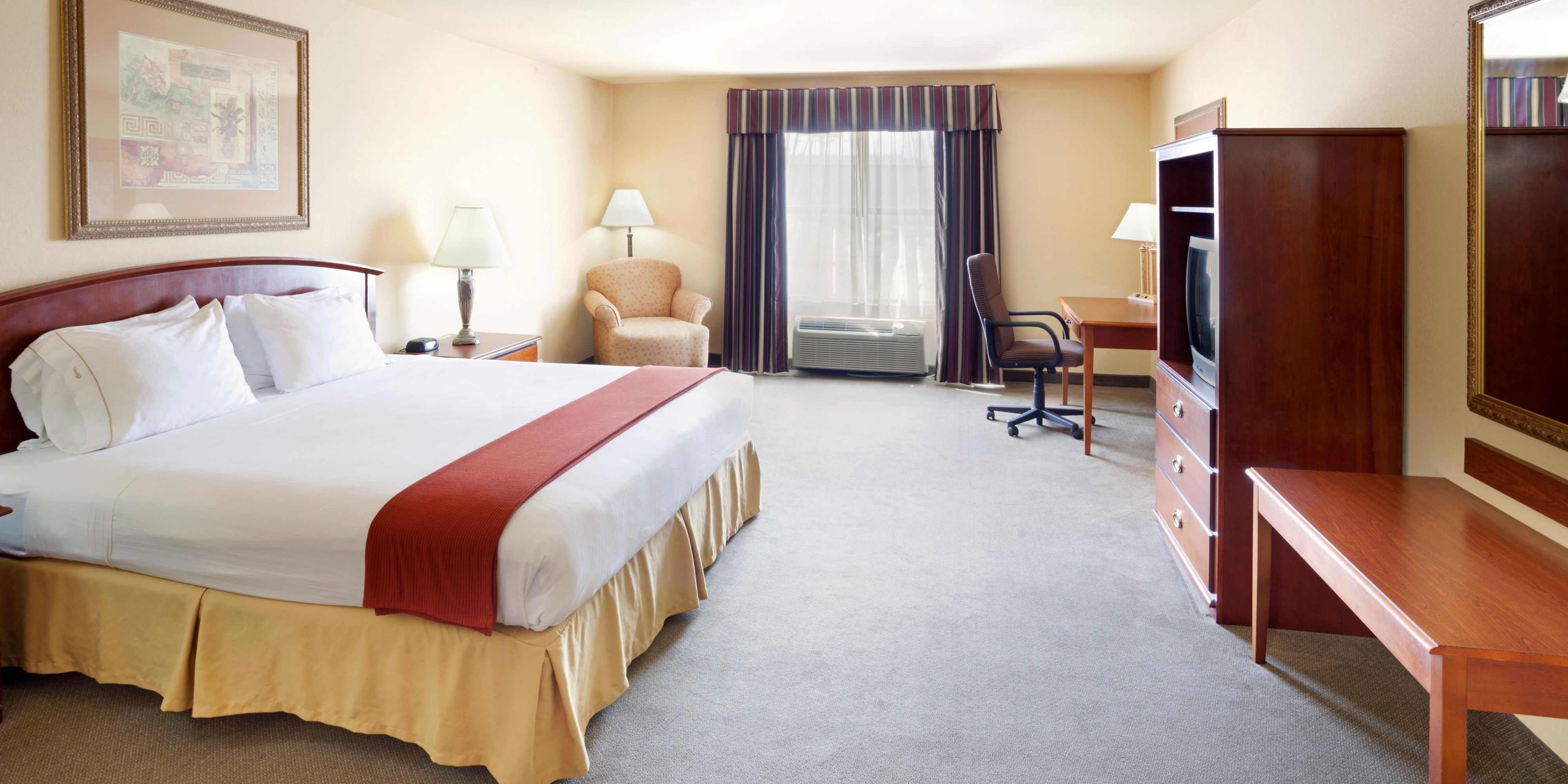 Holiday Inn Express And Suites Kerrville 2532922939 2x1