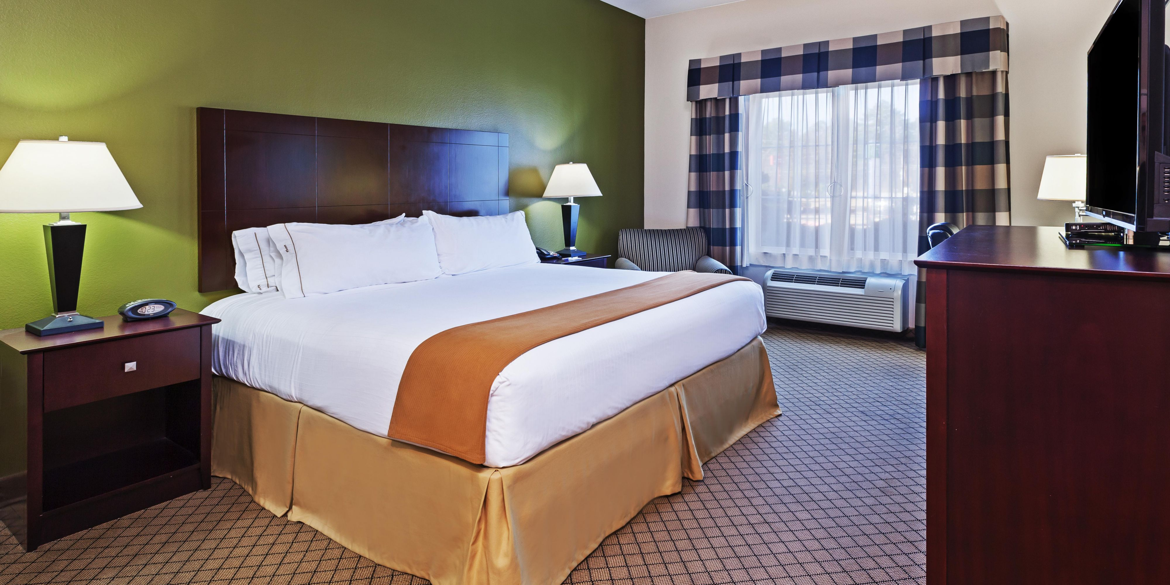 Holiday Inn Express And Suites Kilgore 3765839165 2x1