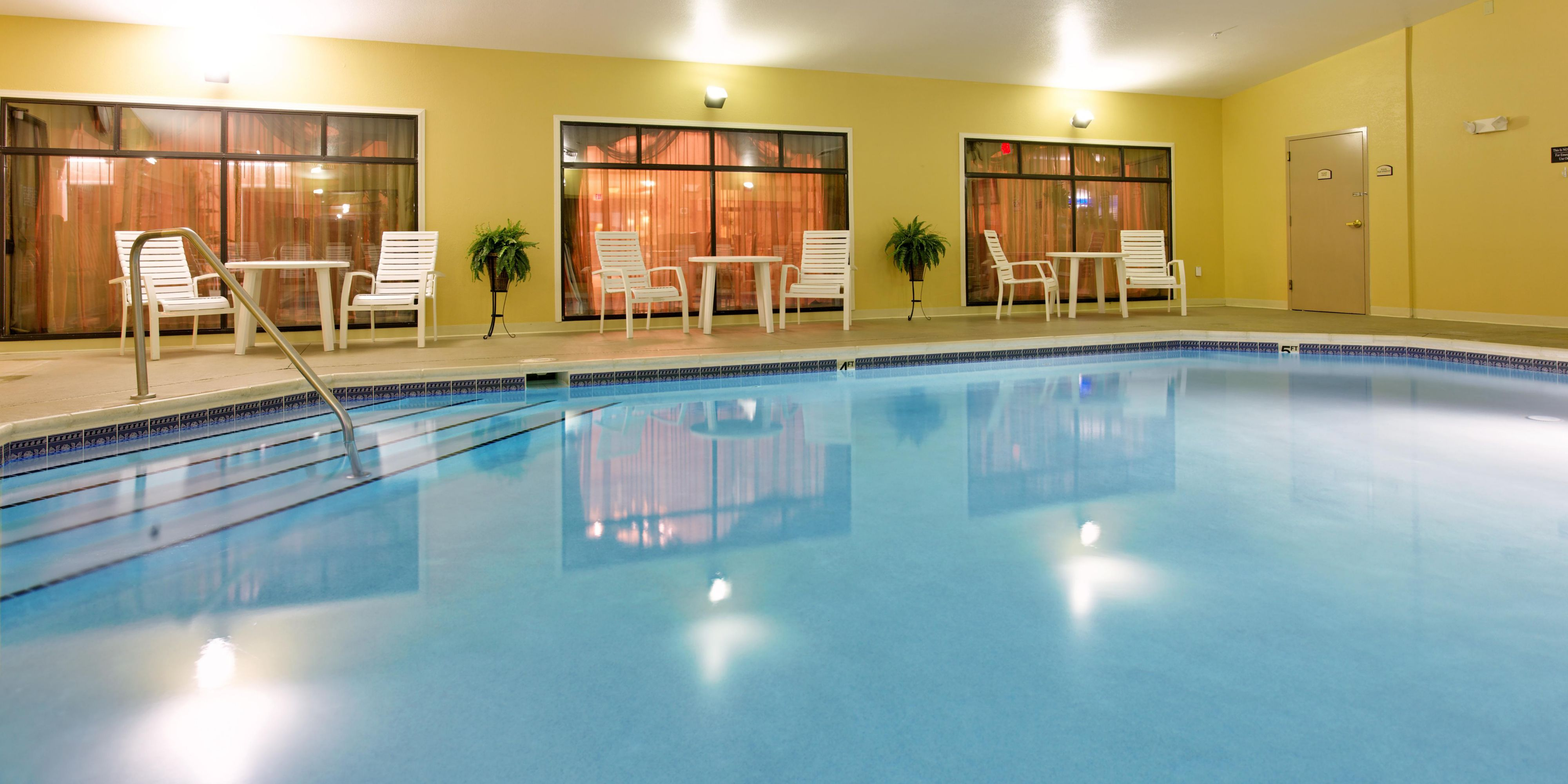 Holiday Inn Express And Suites Kingsport 2532934821 2x1