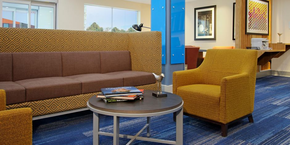 Holiday Inn Express & Suites Lake Charles South Hotel by IHG
