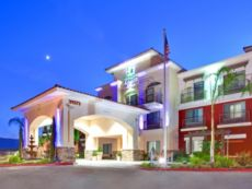 Holiday Inn Express & Suites Lake Elsinore in Corona, California