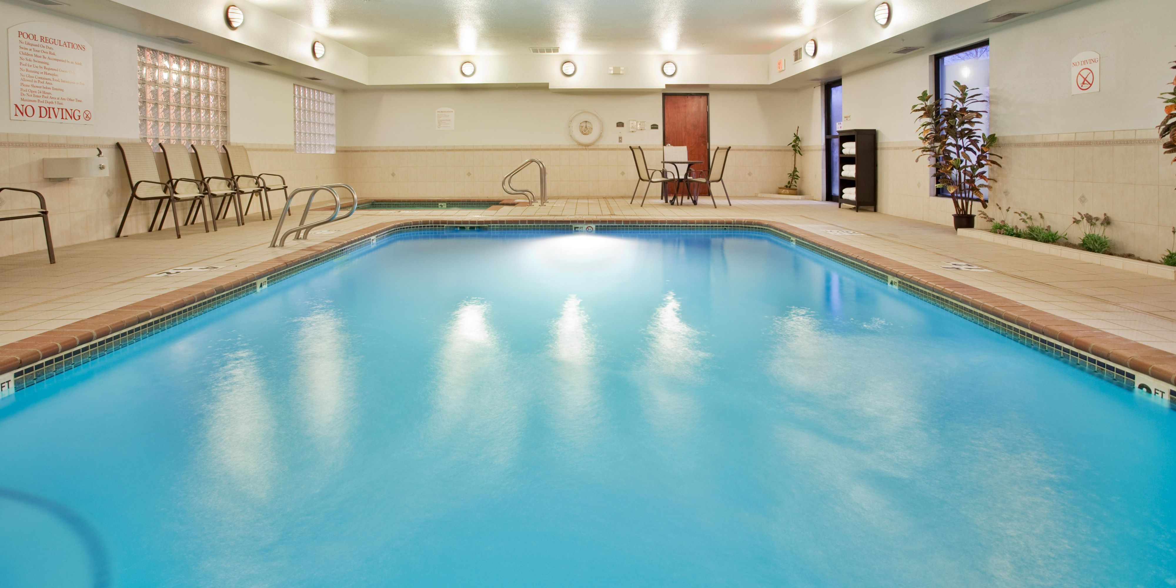 Holiday Inn Express And Suites Lansing 2532100675 2x1