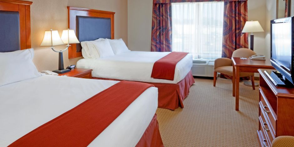 Near Albany Hotel Lobby Double Bed Guest Room