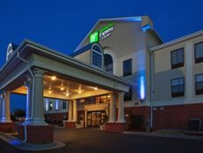 Holiday Inn Express & Suites Laurinburg in Rockingham, North Carolina