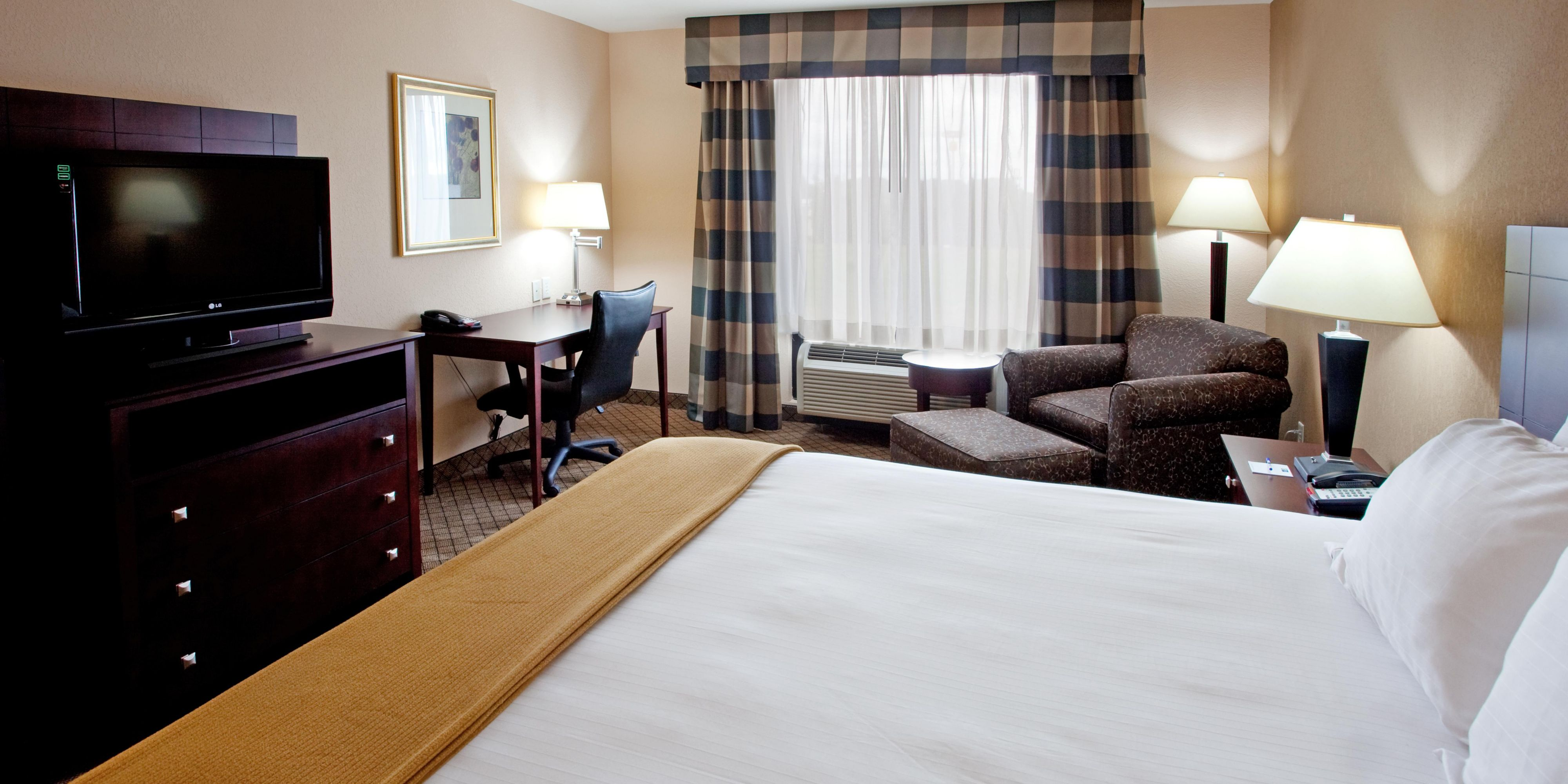 Holiday Inn Express And Suites Lavonia 2531895089 2x1