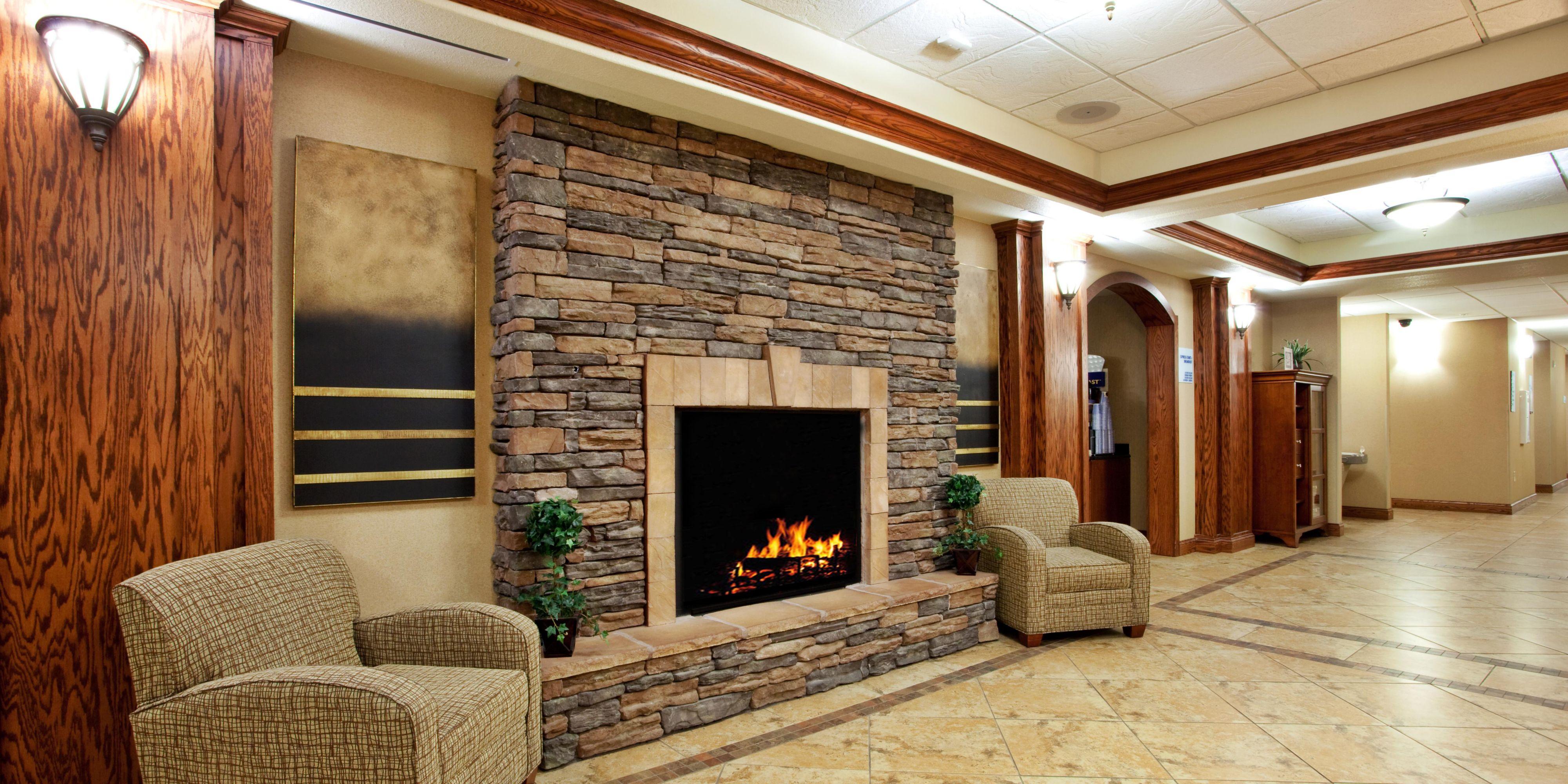 ... Holiday Inn Express U0026amp; Suites Lewisburg, WV Hotel Lobby ...