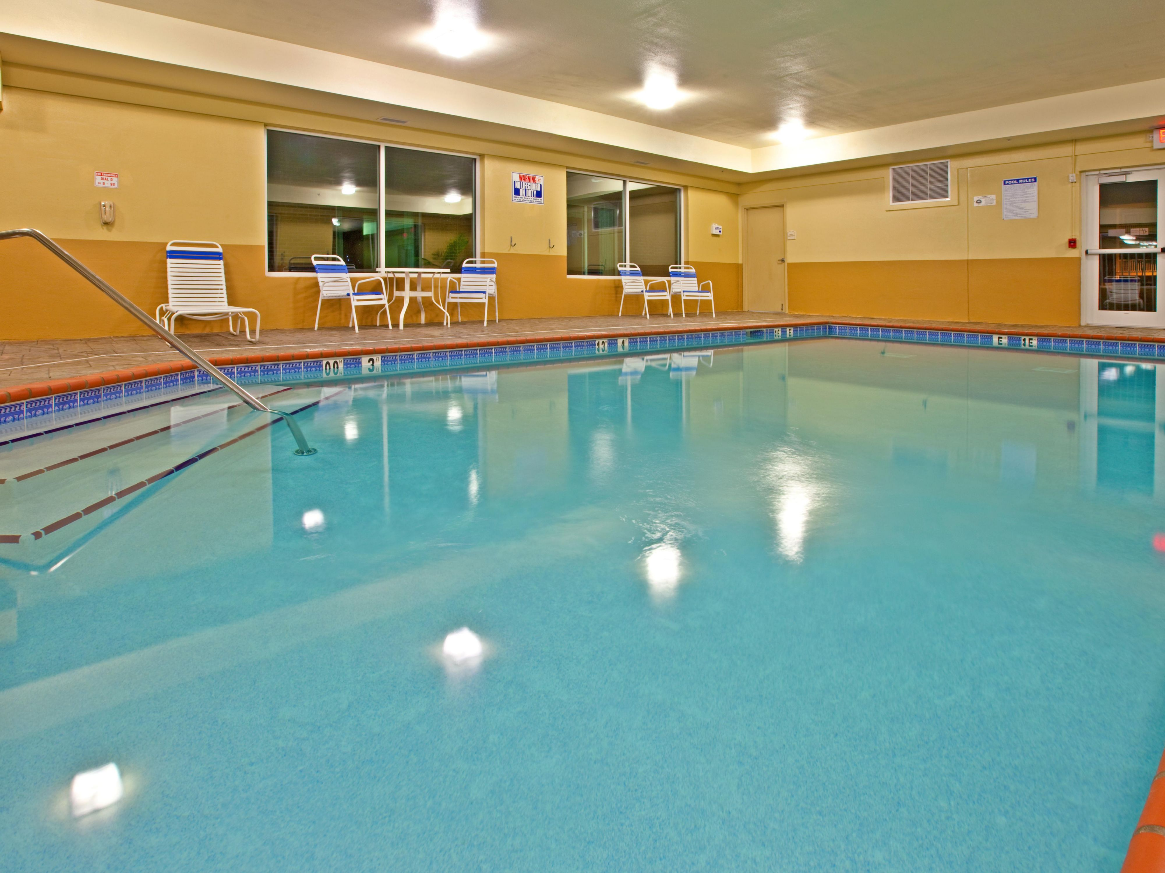 Holiday Inn Express Lexington NE Swimming Pool