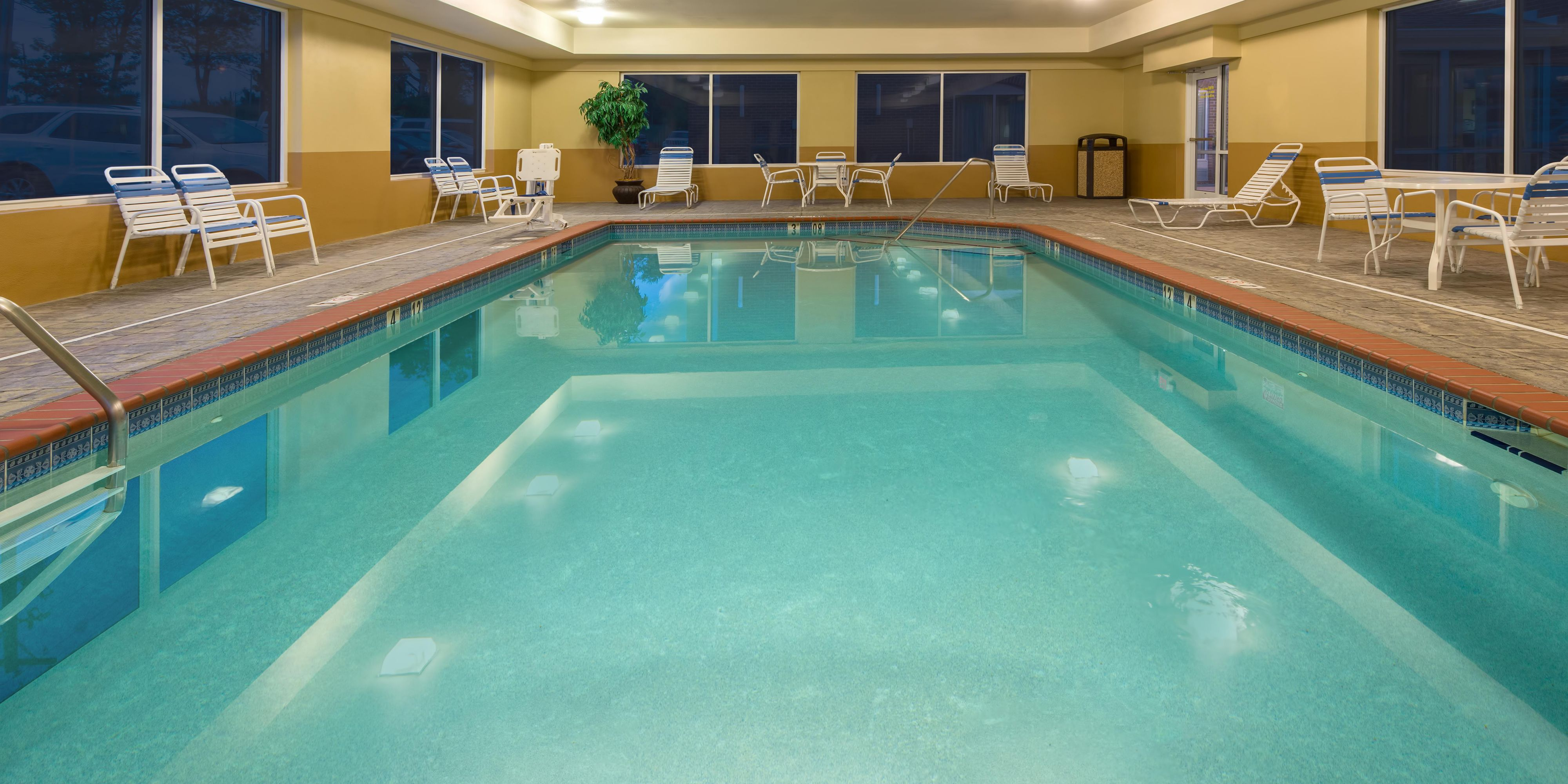 Holiday Inn Express Holiday Inn Express & Suites Lexington Northeast ...