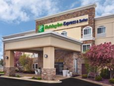Holiday Inn Express & Suites Chicago-Libertyville in Gurnee, Illinois