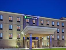Holiday Inn Express & Suites Lincoln Airport in Lincoln, Nebraska