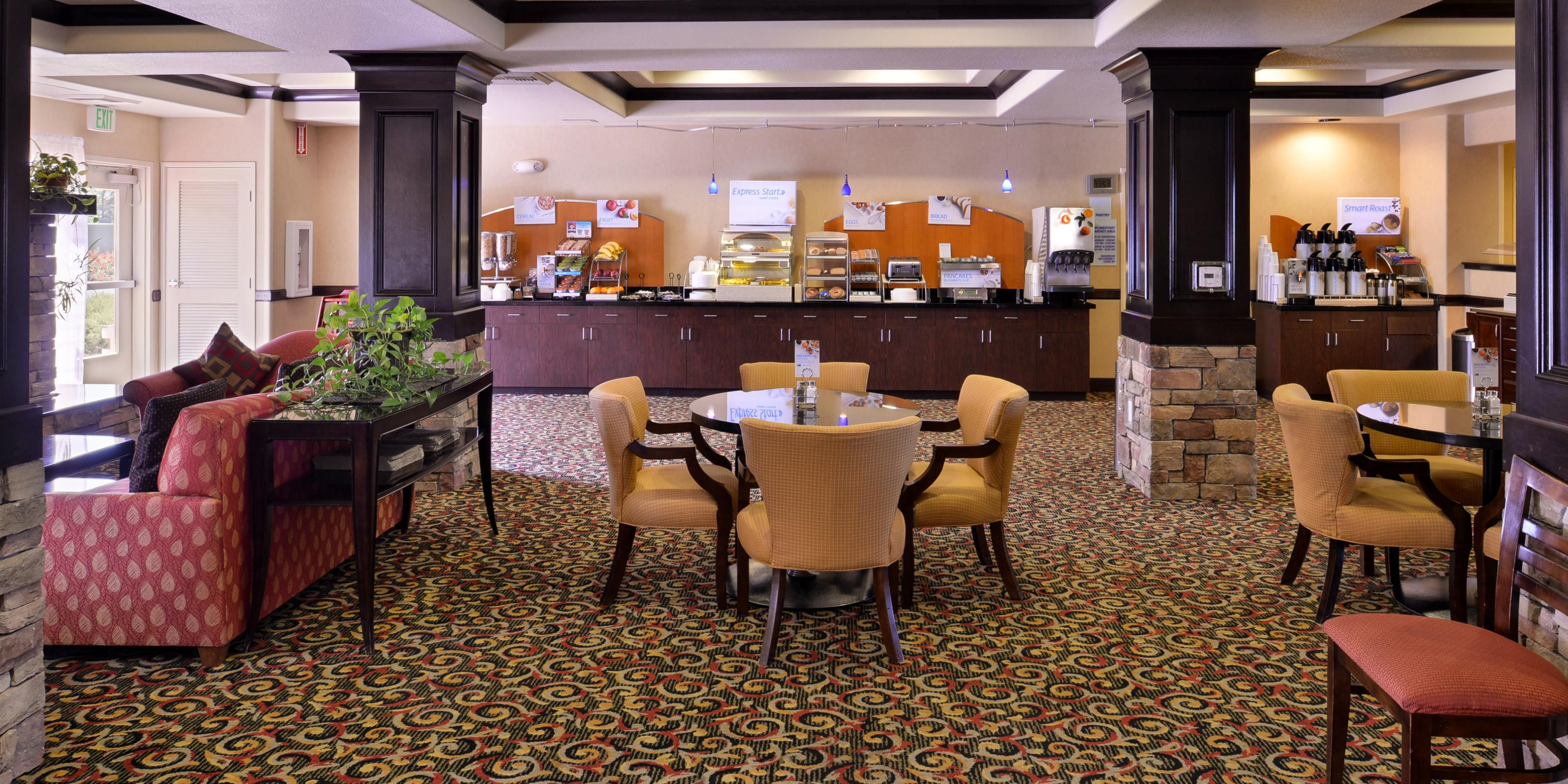 Holiday Inn Express & Suites Lincoln-Roseville Area Hotel by IHG