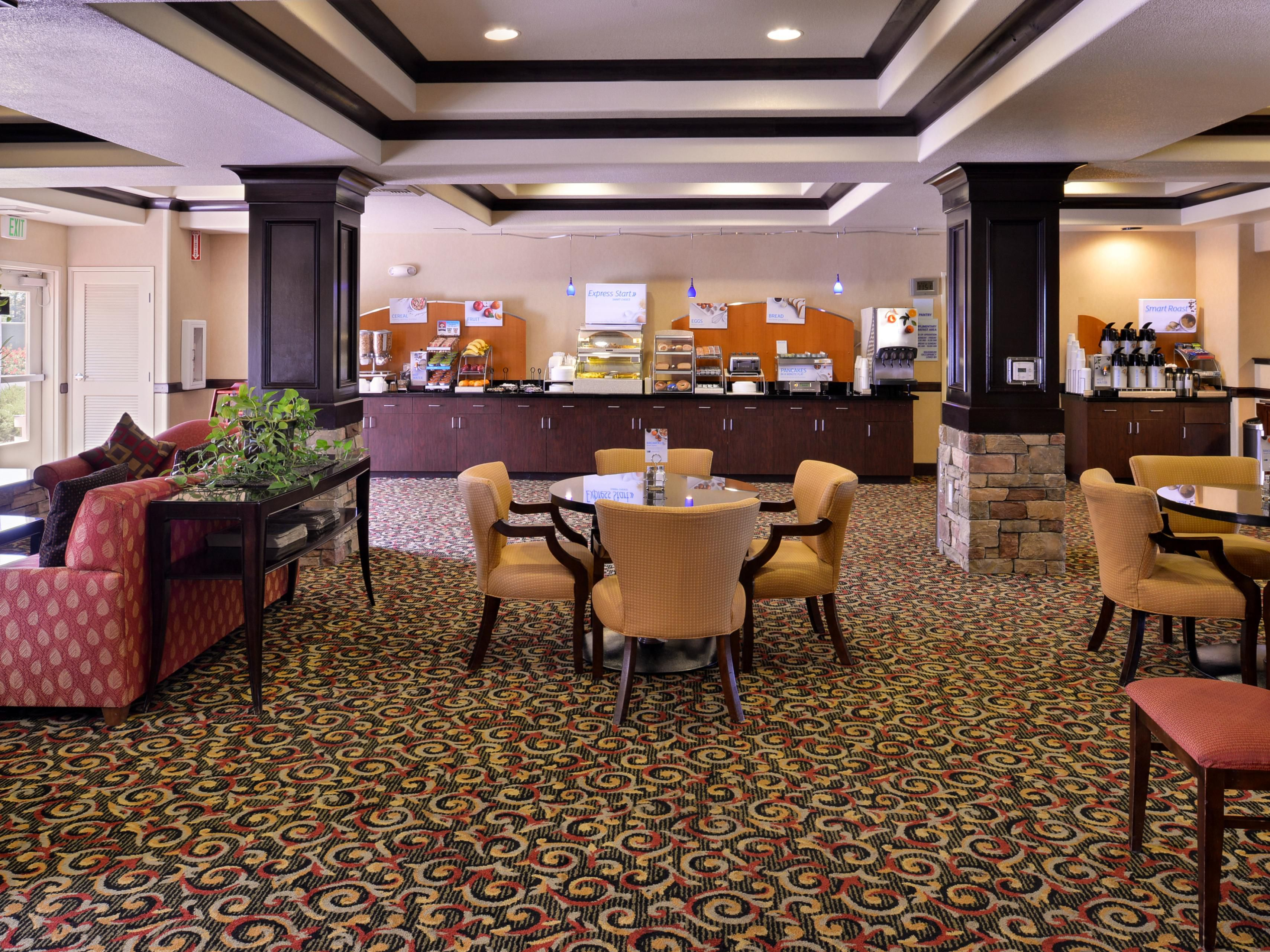 Holiday Inn Express & Sutes Lincoln - Guest Breakfast Area