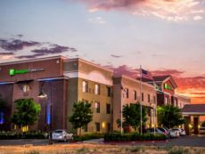 Holiday Inn Express & Suites Lincoln-Roseville Area in Auburn, California