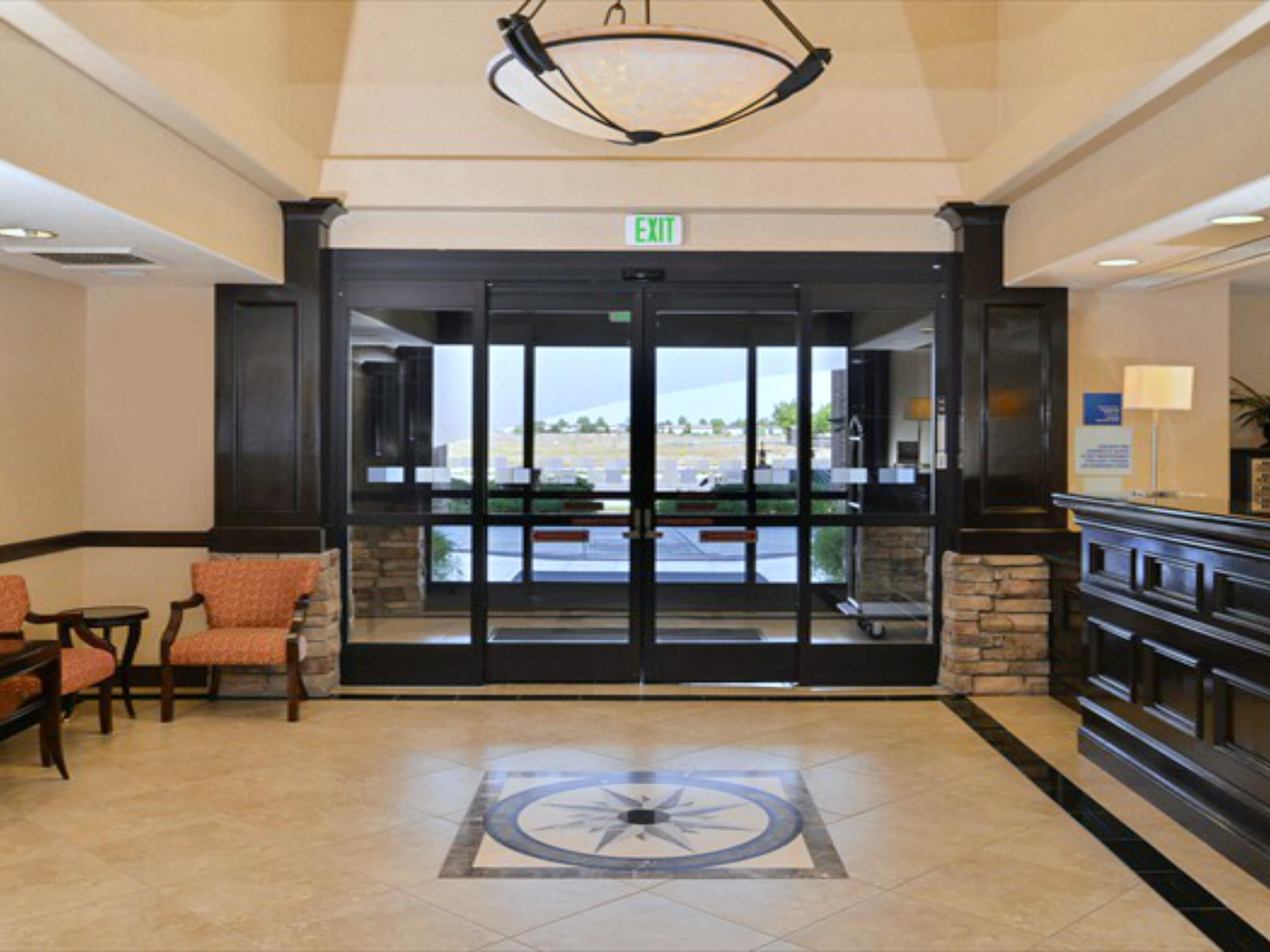 Holiday Inn Express & Suites Lincoln  Hotel Lobby