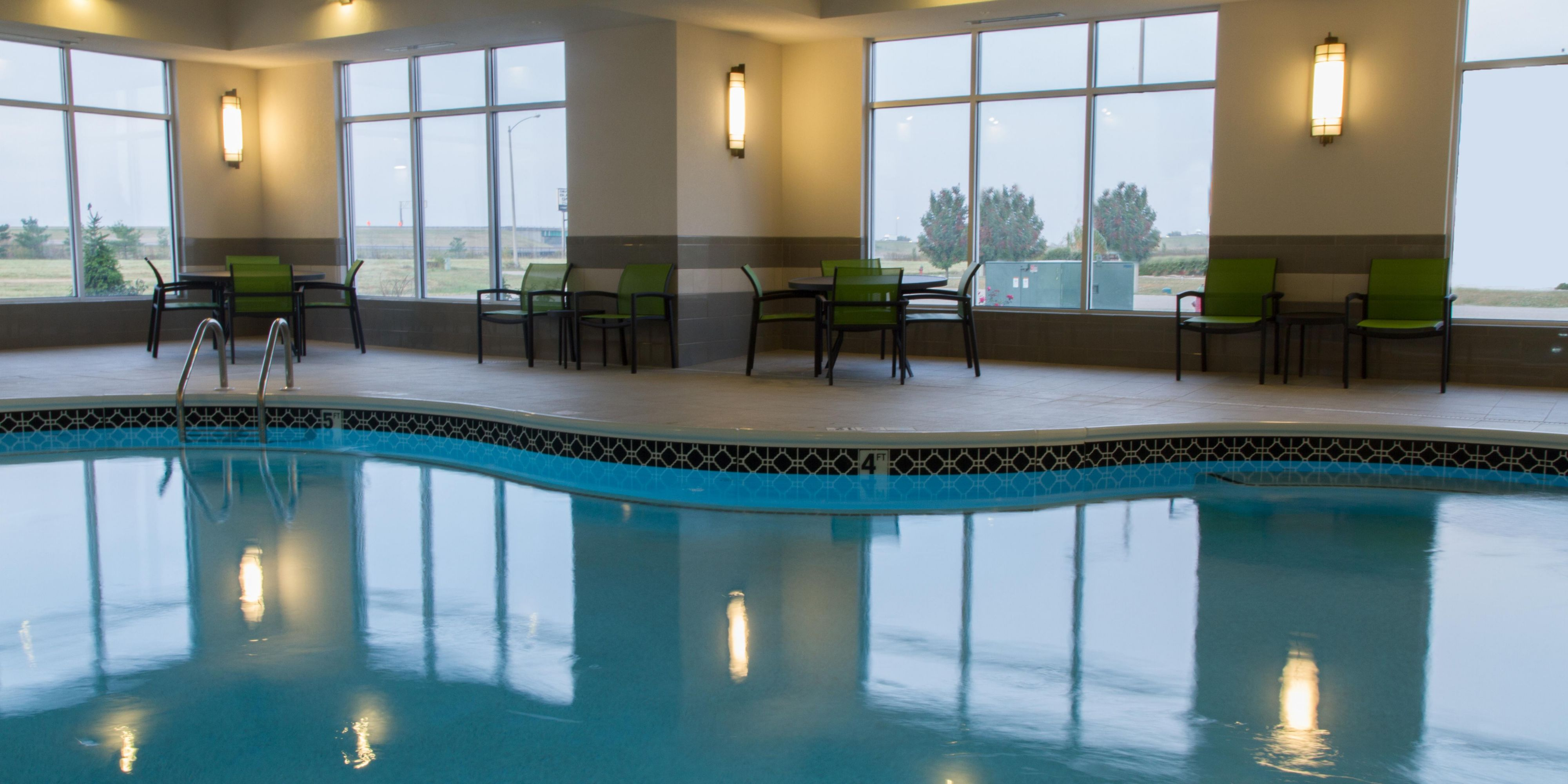 Holiday Inn Express And Suites Litchfield 4212185885 2x1