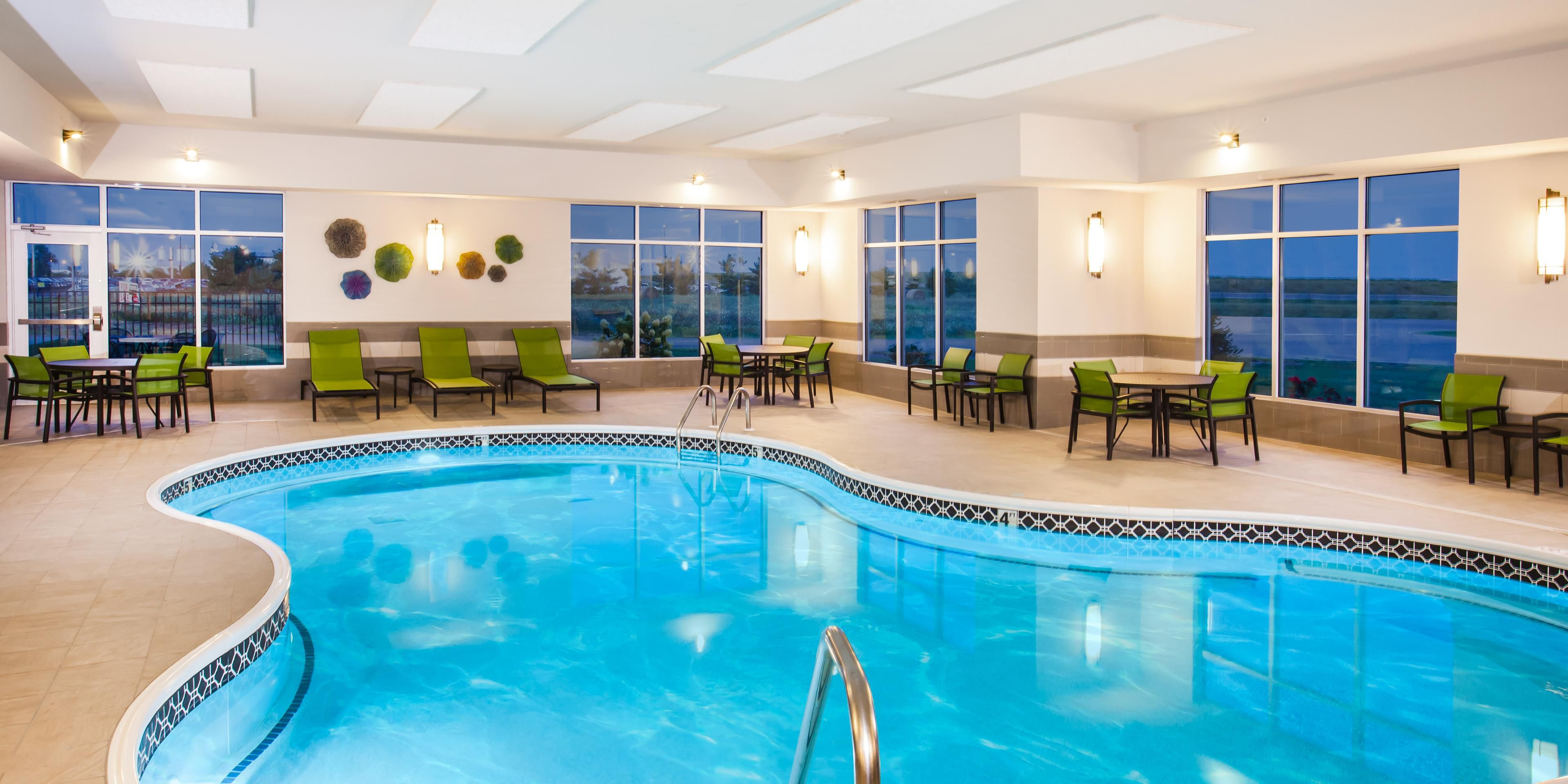 Holiday Inn Express And Suites Litchfield 5193822966 2x1