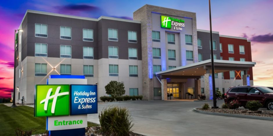 Welcome To The Holiday Inn Express And Suites Litchfield