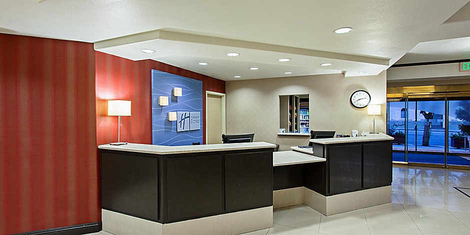 Holiday Inn Express Suites Hollywood Walk Of Fame Ihg Hotel