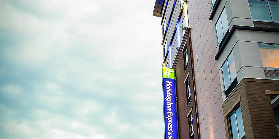 Holiday Inn Express & Suites Louisville Downtown Hotel in