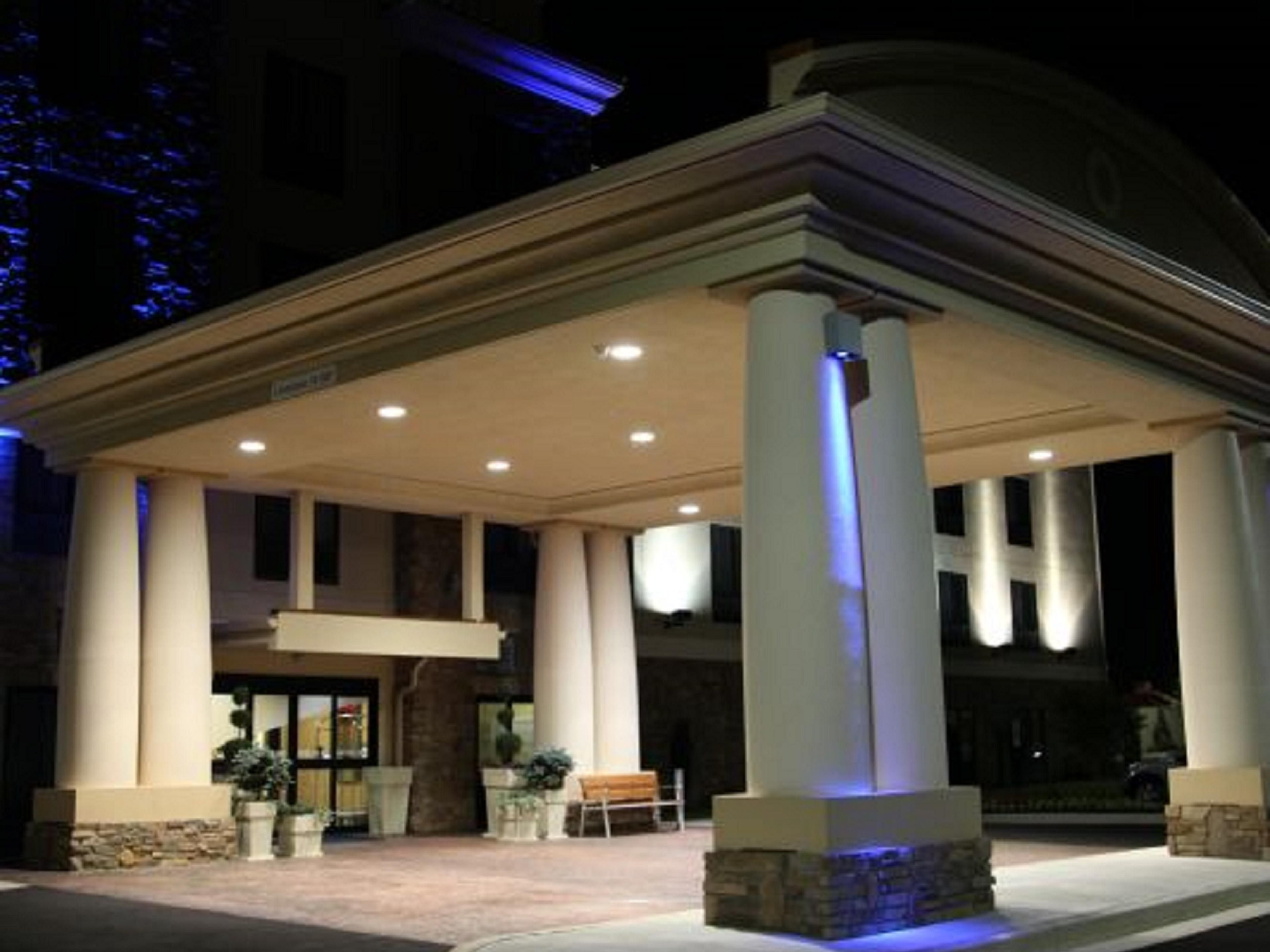 Welcome to the Holiday Inn Express & Suites Huntsville Airport