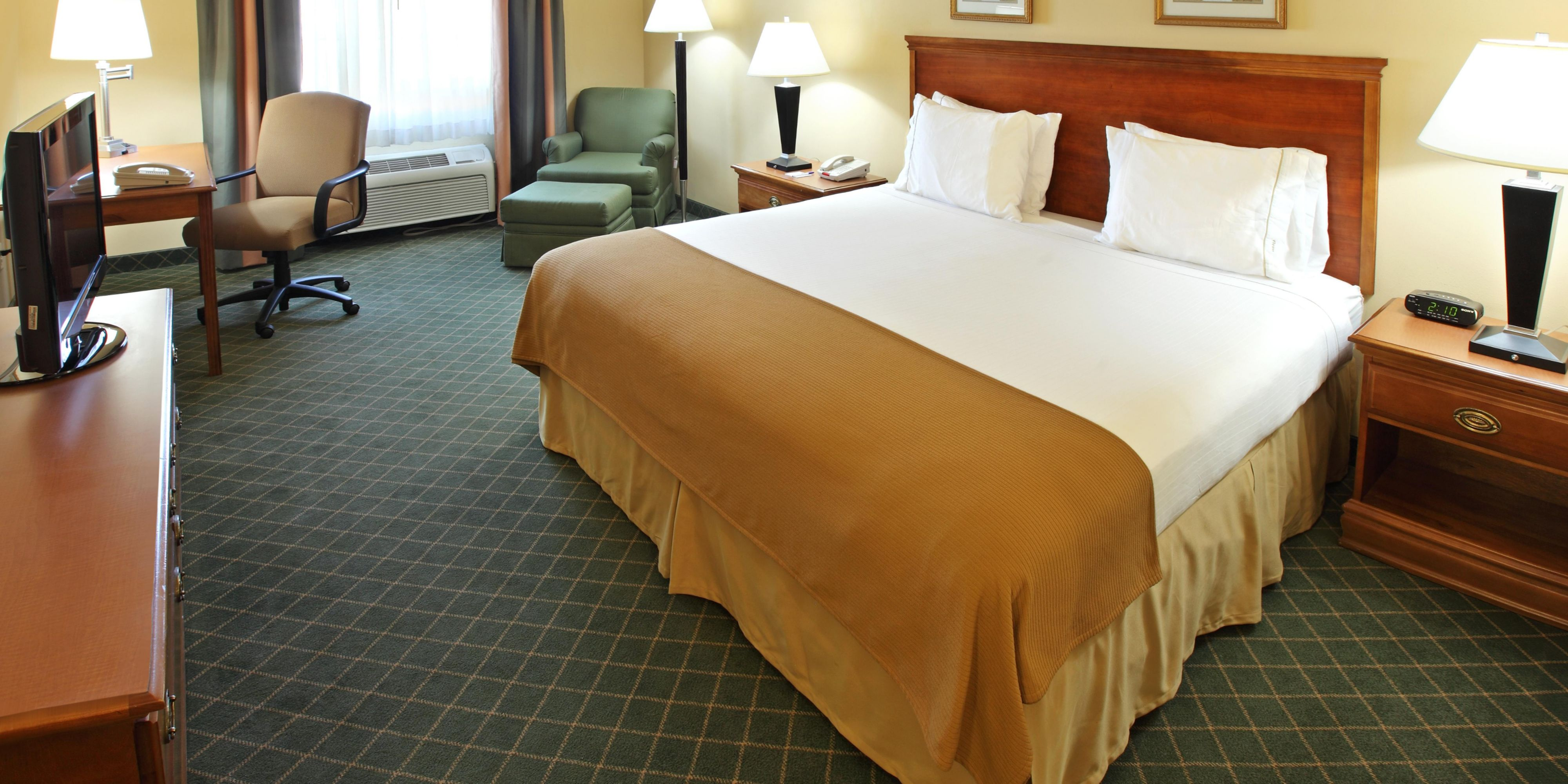 Holiday Inn Express And Suites Magnolia 4284887744 2x1