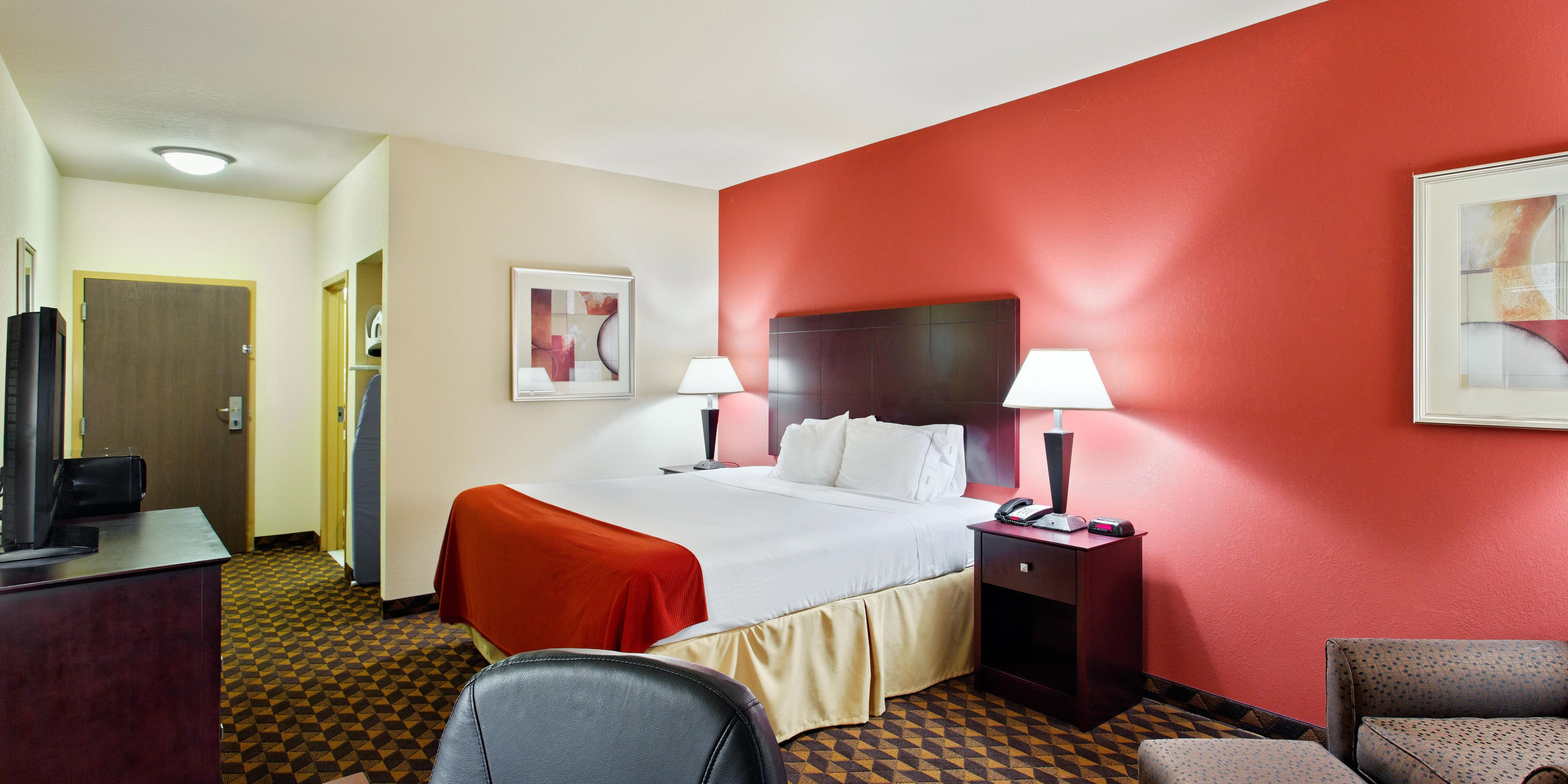 Holiday Inn Express And Suites Malvern 2532625891 2x1