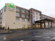 Holiday Inn Express & Suites Marietta in Marietta, Ohio