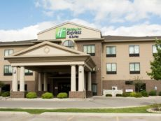 Holiday Inn Express & Suites Mason City in Northwood, Iowa