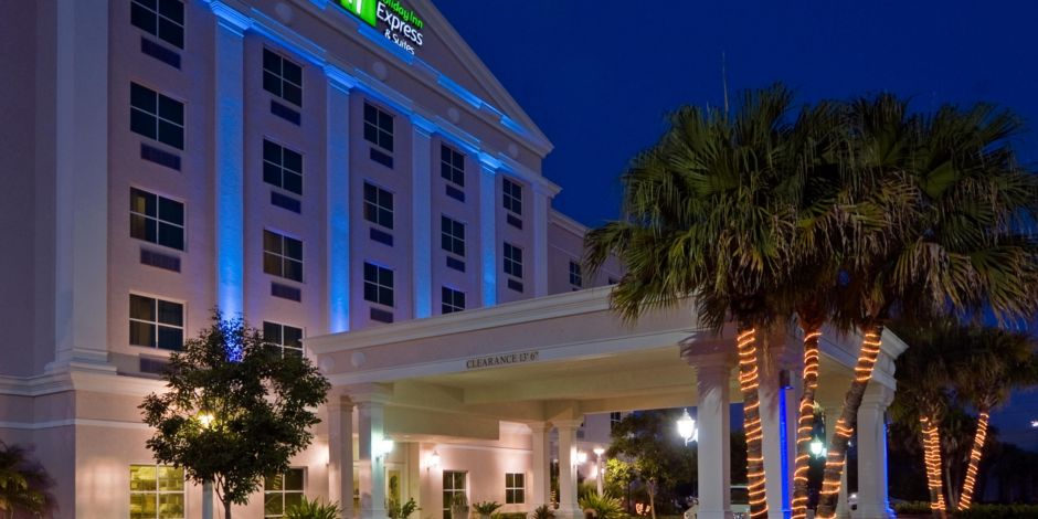 Hotel Exterior At Night Free Local Shuttle 6a 9p
