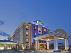 Holiday Inn Express & Suites Midwest City in Del City, Oklahoma