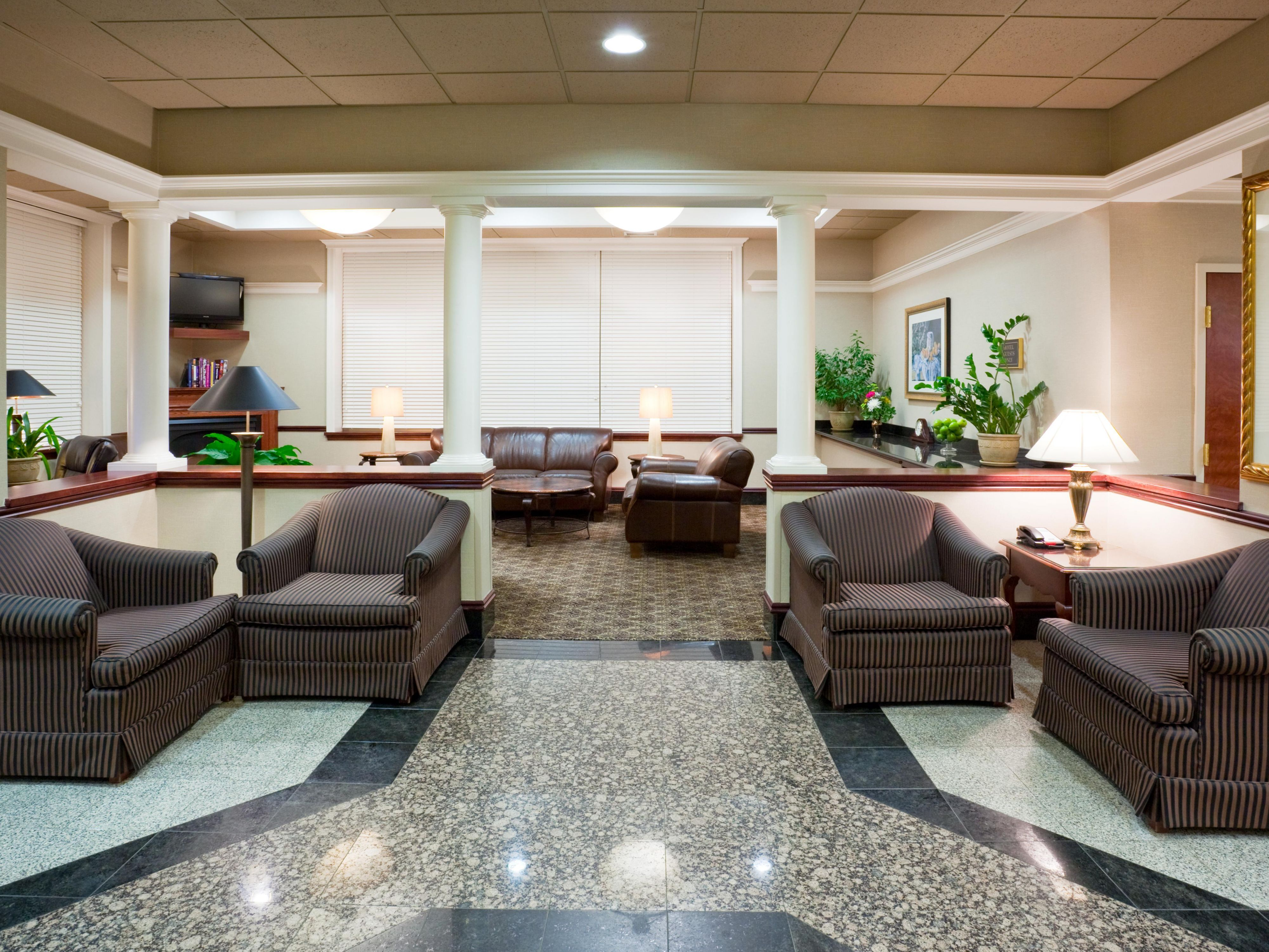 Holiday Inn Express & Suites Dwtn Mpls Conv Ctr - Hotel Lobby